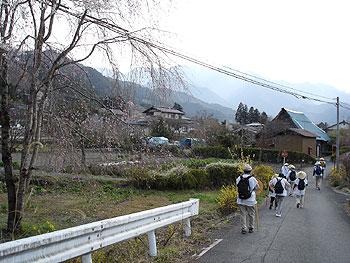 武州日野駅へ向かう道