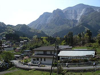 武甲山に見守られて