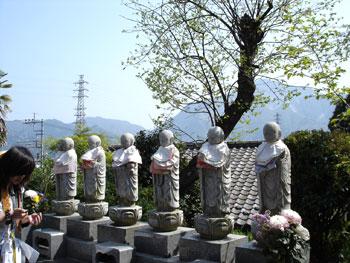 六地蔵と武甲山