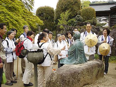 8番札所西善寺のなで仏の説明