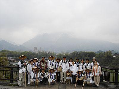 武甲山絶景ポイントで記念撮影