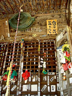 秩父2番札所真福寺の本堂に掛かる額